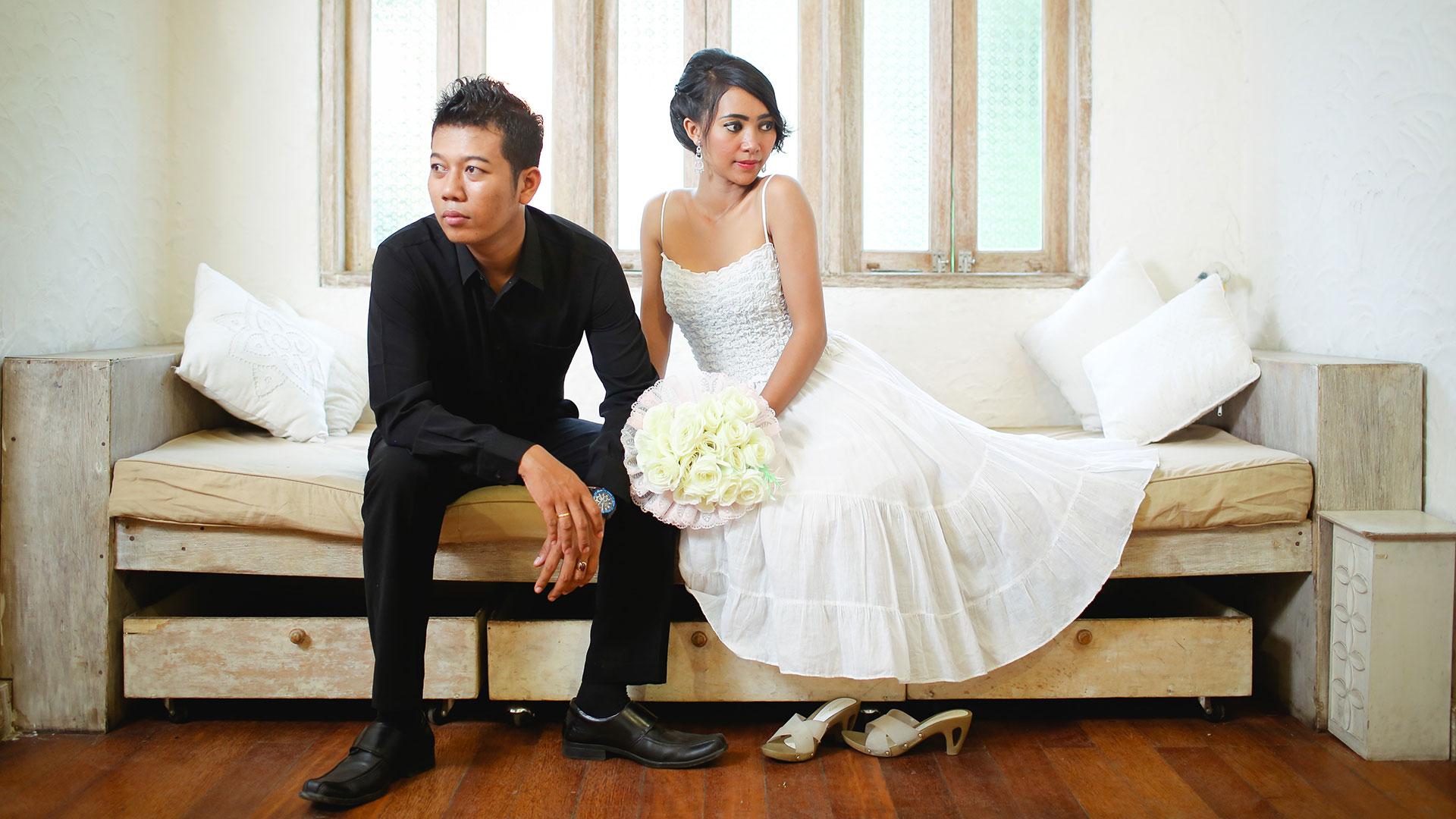 Joni & Ayu Pre Wedding gallery, taken at Kintamani, Gunarsa Museum, and Putih Pino Cafe.